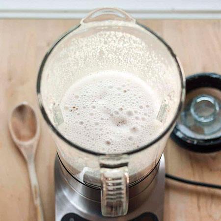 شیر بادام ؛ شیر گیاهی خوشمزه و پر خاصیت با چندین طعم مختلف